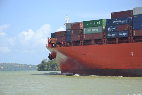 Image: Container vessel in the Panama Canal
